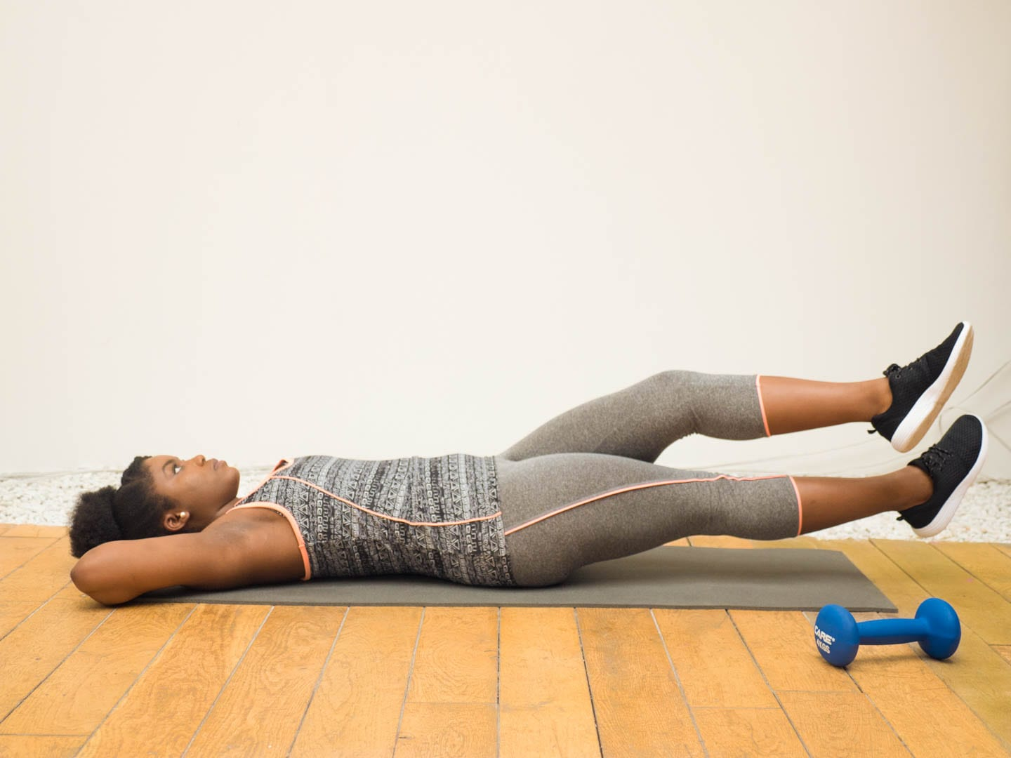 exercice-ciseaux-jambes-croisees