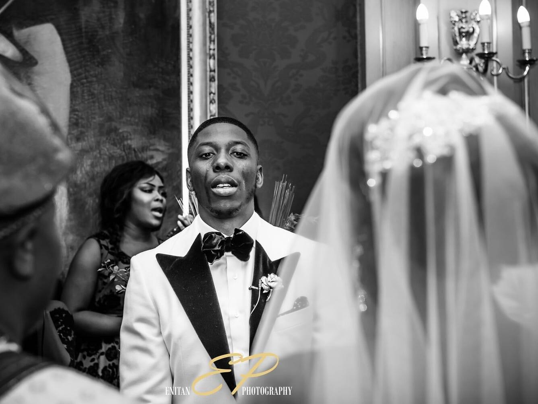 Read more about the article 18 choses que les hommes se disent quand ils voient leur femme avancer vers l'autel