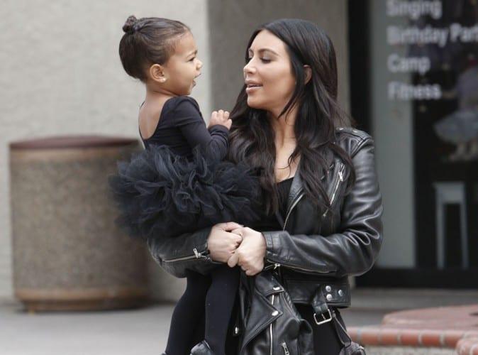 Kim-Kardashian-assistez-donc-au-bain-de-North-West_portrait_w674