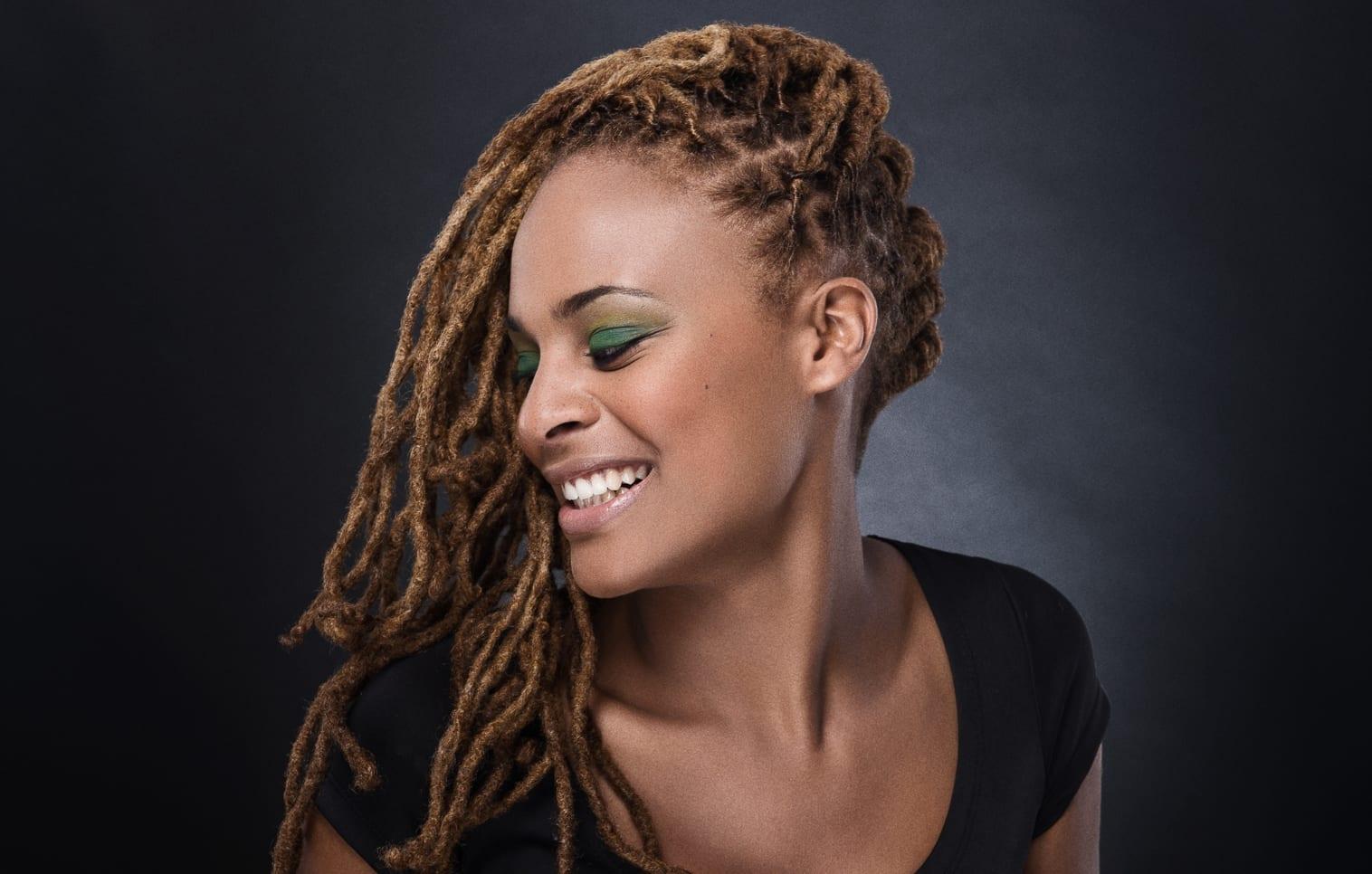 Très simple et rapide à réaliser, la « demie,cascade » vous permet  d\u0027arborer une coiffure tendance et élégante en un éclair. Cette coiffure  est parfaite