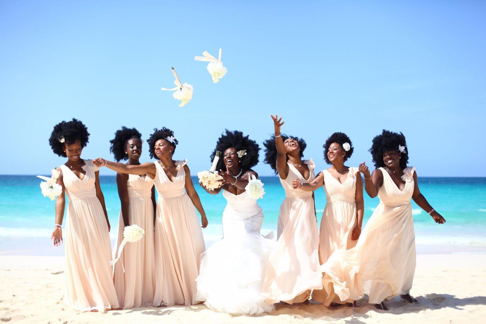 Nakyia Whitty : Elle envoie un PUISSANT message en portant ses cheveux naturels avec ses demoiselles d'honneur à son mariage