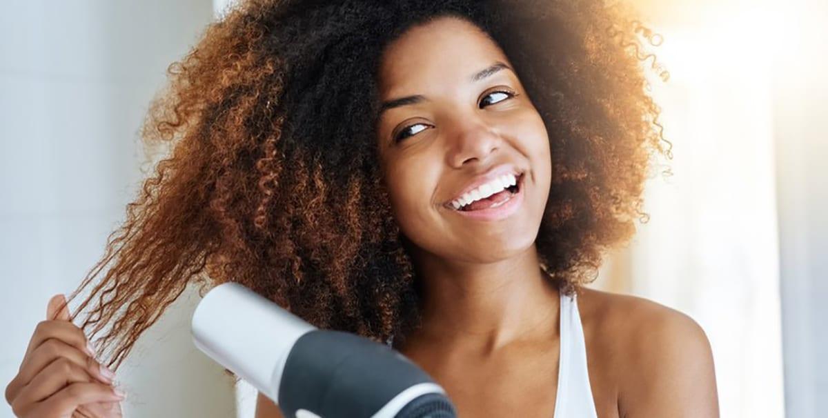 comment lisser ses cheveux afro archives femme d. Black Bedroom Furniture Sets. Home Design Ideas