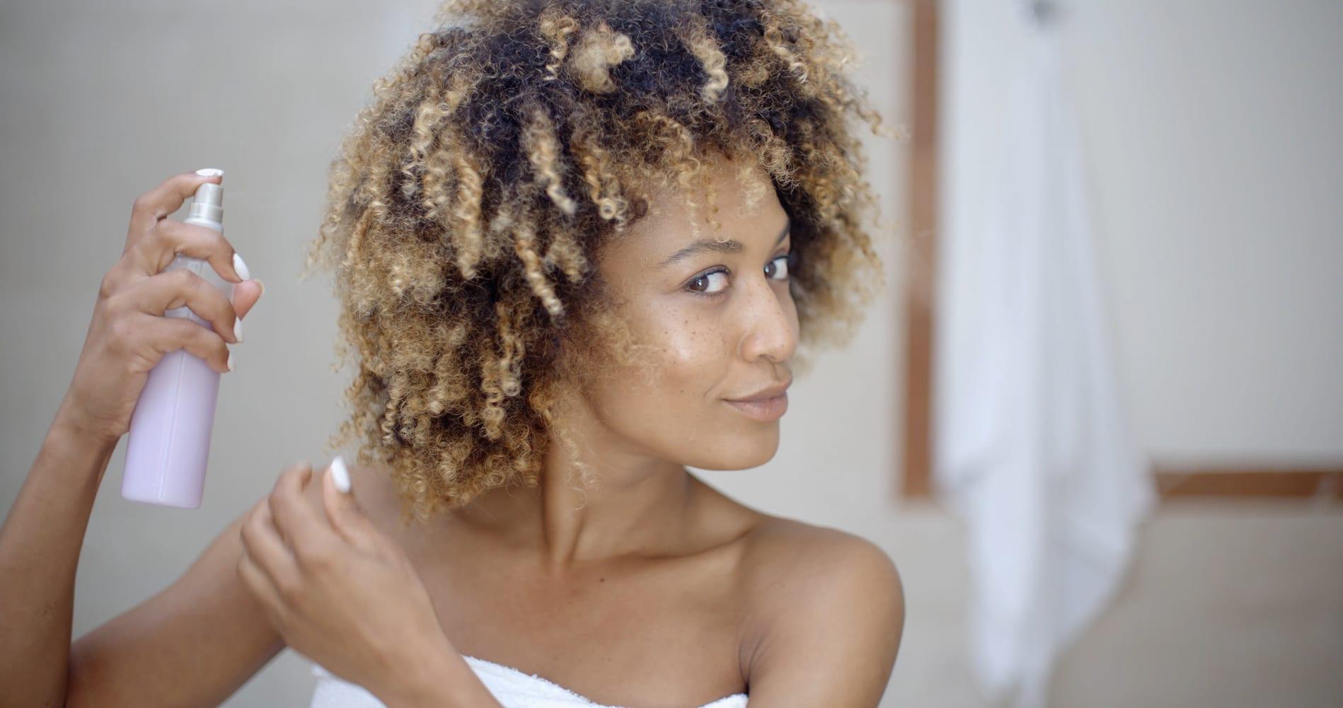 Voici la routine capillaire qu'il faut instaurer pour prendre soin de tes cheveux !