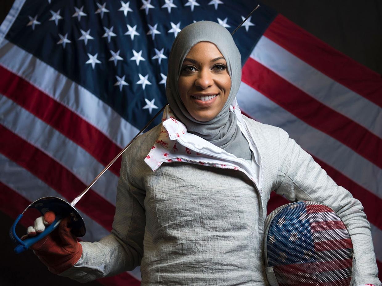 Read more about the article Ibtihaj Muhammad : Première athlète olympique américaine à porter le HIJAB