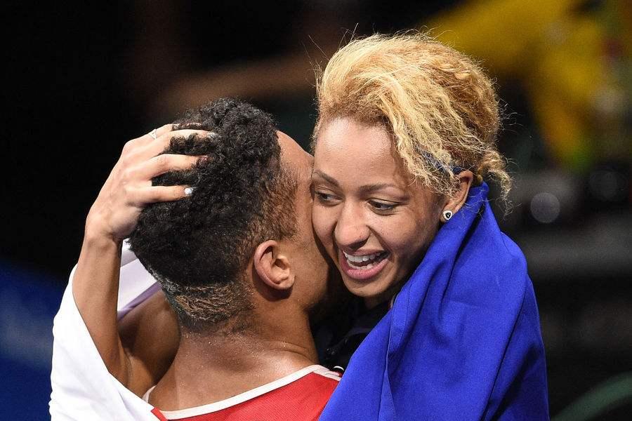 Mossely hug Yoka