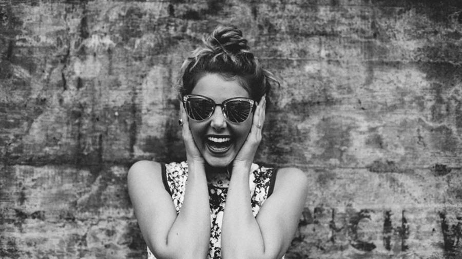 femme-heureuse-happy