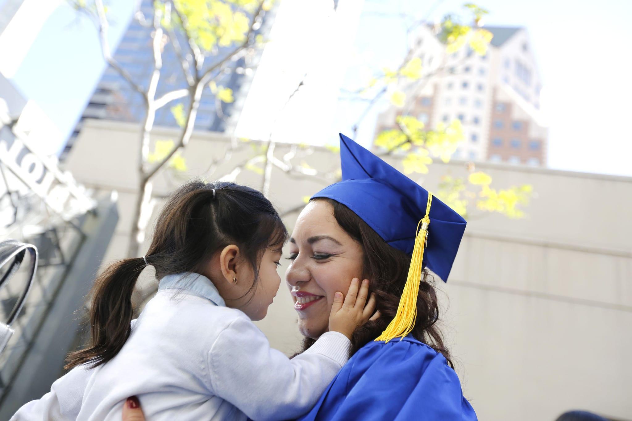 5 clés pour naviguer avec succès entre ses études et son rôle de maman