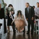 Paralysée, la mariée se lève et marche le jour de son mariage