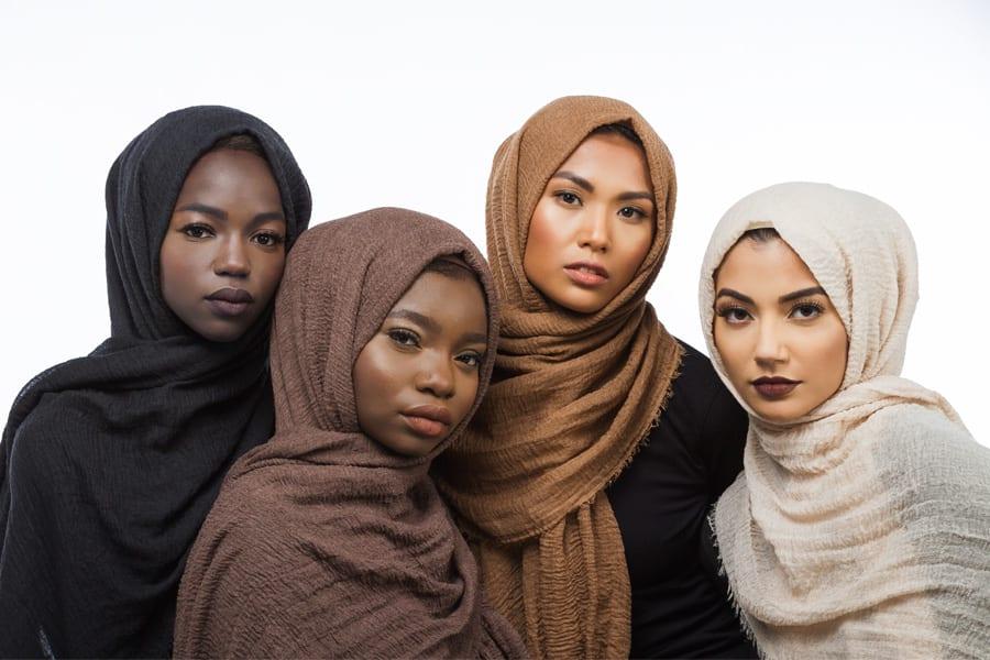 Read more about the article Habiba Da Silva crée une collection de Hijabs pour tous les types de peaux