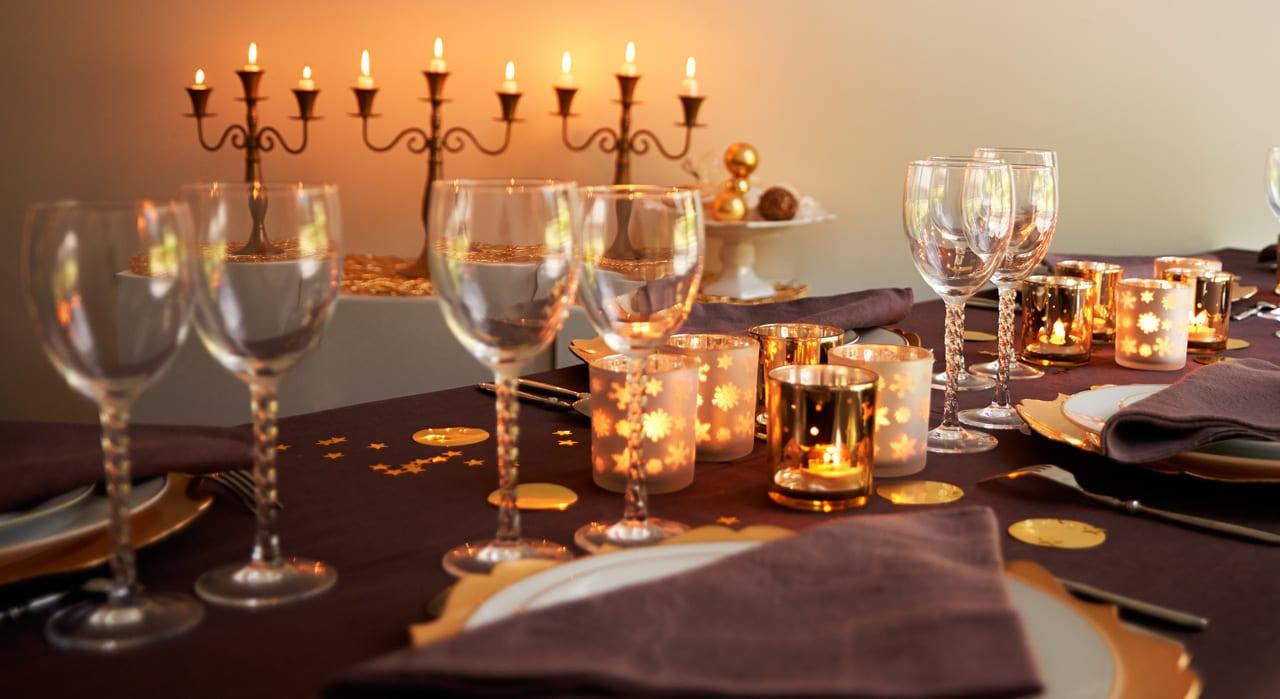 Read more about the article 25 idées de décorations de tables de Noël pour impressionner tes convives