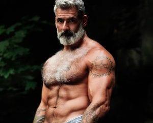 20 mecs de plus de 50 ans qui prouvent qu'on peut être vieux ET sexy