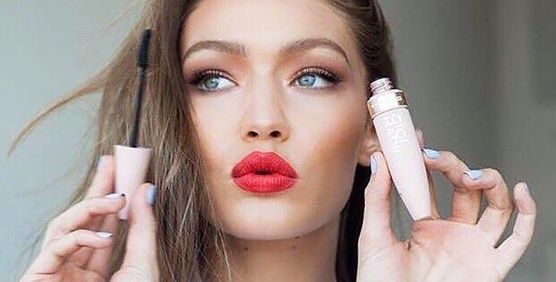Read more about the article Les 10 meilleurs mascaras qui donnent l'impression d'avoir des faux-cils