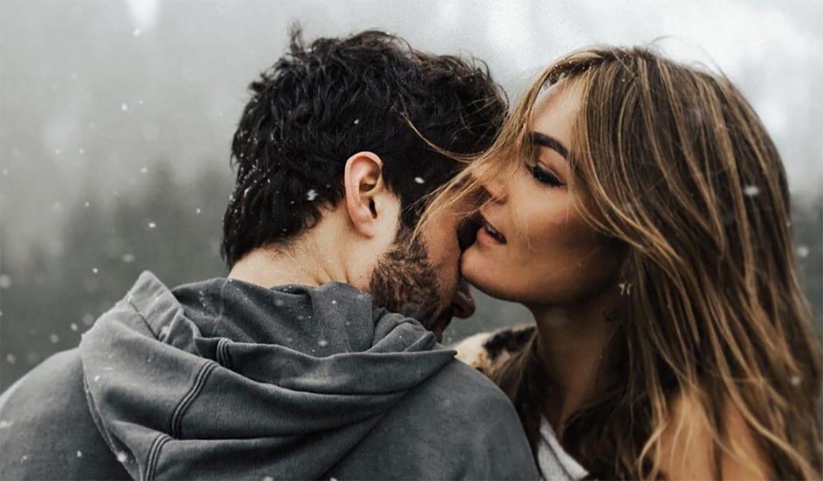 Read more about the article 10 façons de garder sa relation discrète sans la cacher