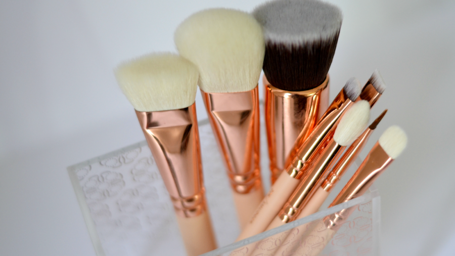 zoeva rose gold makeup brushes 1