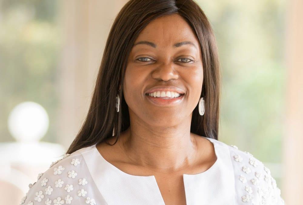 Tsitsi Masiyiwa : La femme millionnaire qui nourrit 40 000 enfants au Zimbabwe