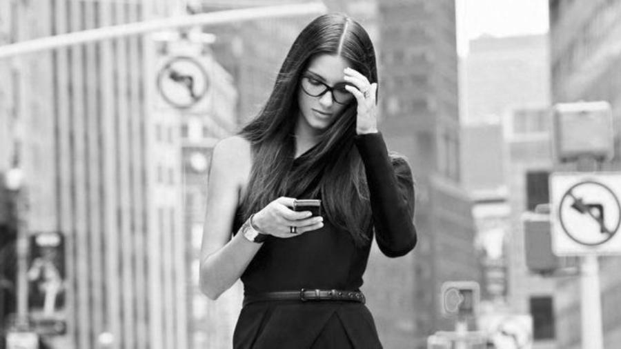 style-classlady-blackplaysuit-street