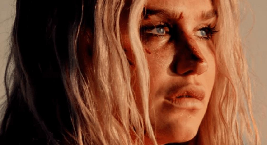 Comment la Chanteuse Kesha a su Renaître de ses Cendres Après de Multiples Agressions Sexuelles
