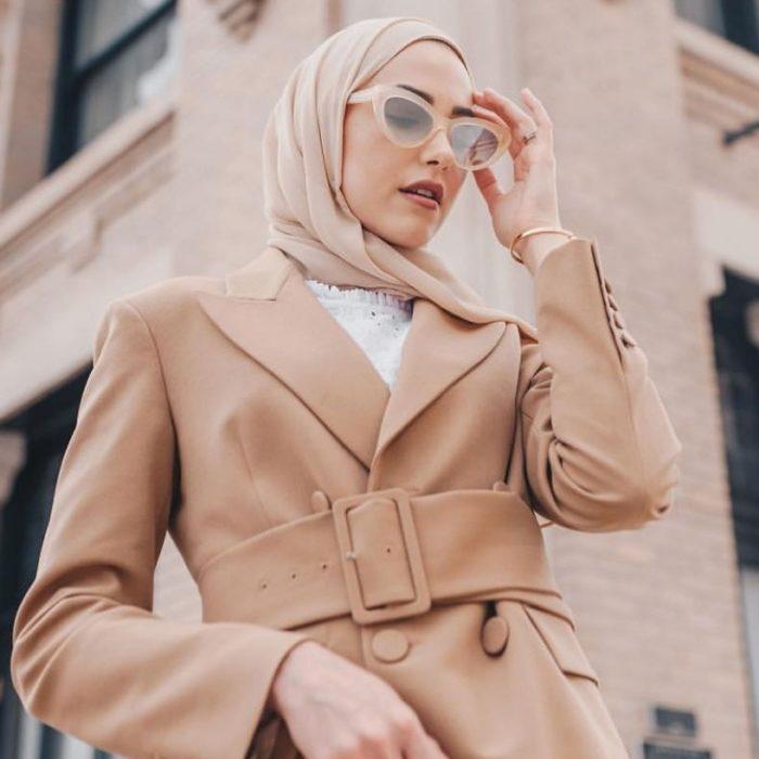 25 Inspirations de Tenues Classes et Féminines Pour Porter Son Voile Avec Élégance