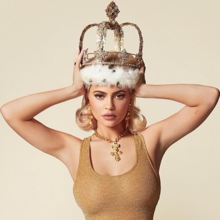 Le Pouvoir des Réseaux Sociaux – Comment Kylie Jenner Est Devenue La Plus Jeune Milliardaire de Tous Les Temps Grâce Aux Réseaux Sociaux