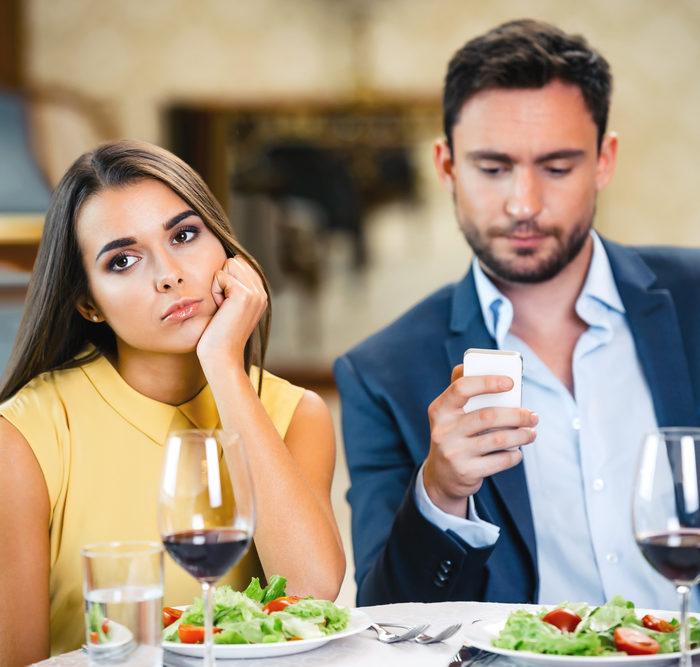 5 façons de Mettre Fin Poliment à un Date Ennuyeux à Mourir !