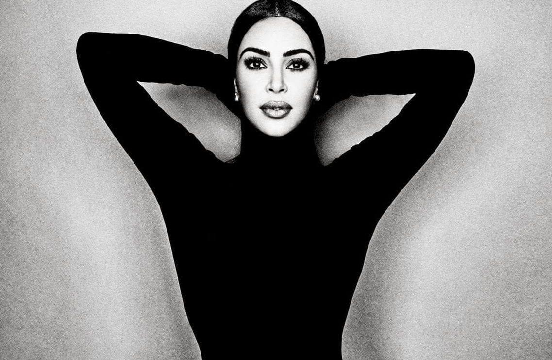 Read more about the article Kim Kardashian Dit Qu'Il Y a Trop de Nudité Sur Les Réseaux Sociaux, Et Regrette d'y Avoir Contribué