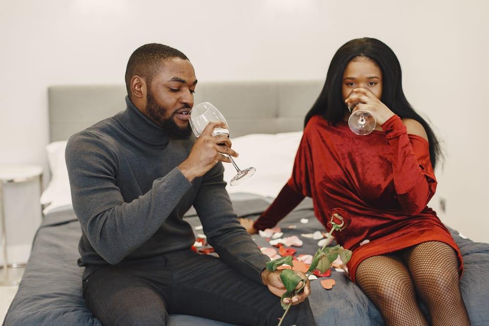 06 Choses À Faire Pour La Saint-Valentin Quand On Ne Peut Pas Sortir en Amoureux